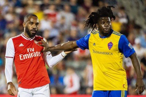 拉卡澤特(Alexandre Lacazette,右)最近狀態回升,這一輪要挑戰連續三場對紅軍進球的紀錄。法新社
