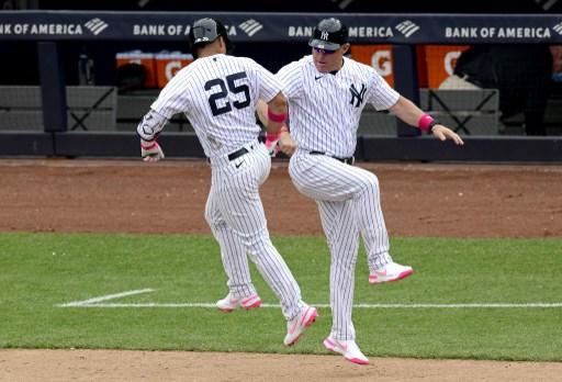 紐約洋基三壘教練內文(Phil Nevin,右)上個月中旬確診新冠肺炎。法新社