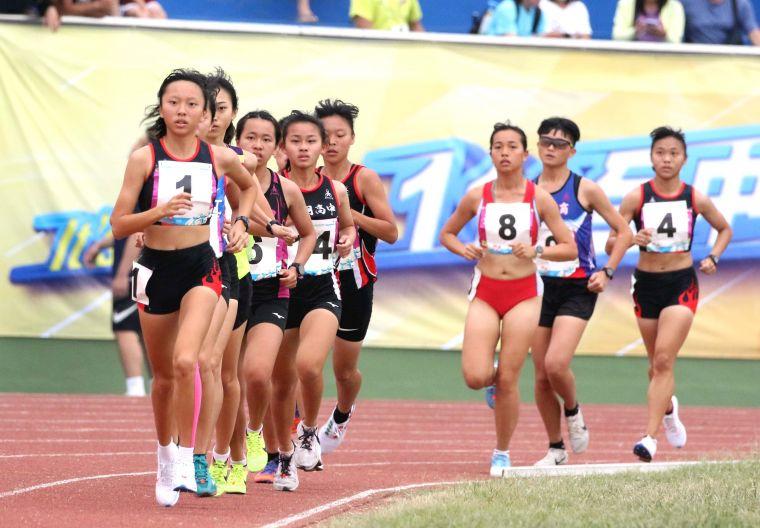 110年全中運高女1萬公尺決賽。林嘉欣/攝影。