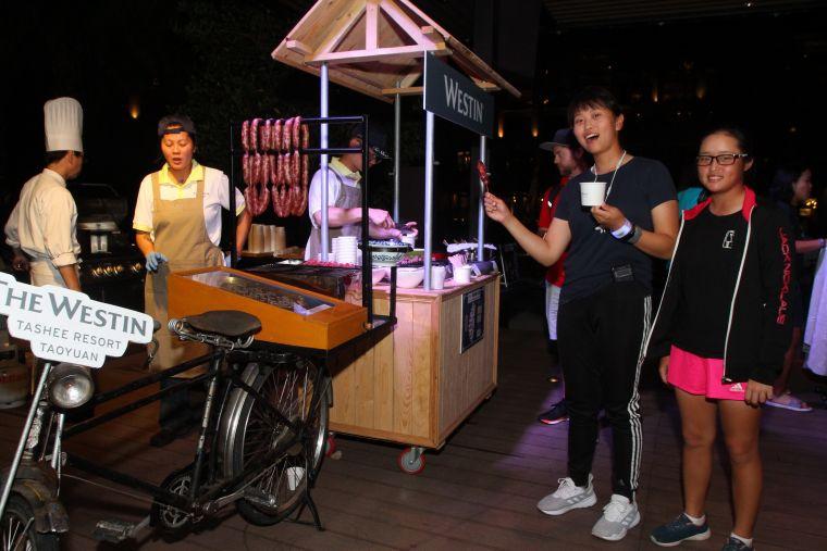 主辦單位特別在選手包廂安排台灣在地美食。