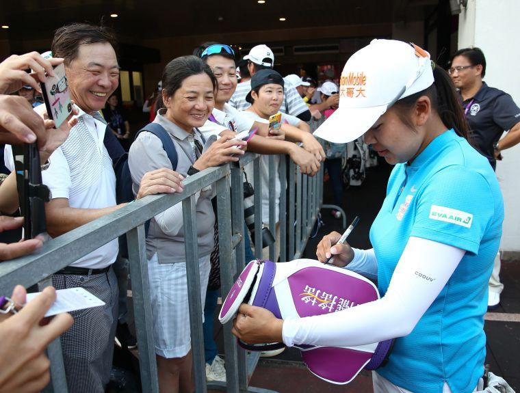 許多觀眾來到現場給予台灣好手徐薇淩(Wei-Ling Hsu)熱烈支持與鼓勵。