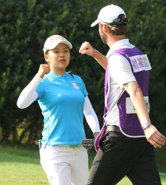 台灣好手徐薇淩(Wei-Ling Hsu)第二回合賽事中抓下5隻小鳥,繳出67桿成績,暫居第一。