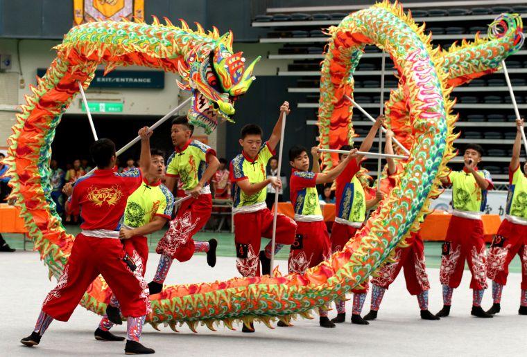 107年全民運動會,高雄市舞龍代表隊奪得3金,表現亮眼。高雄市政府運動發展局提供