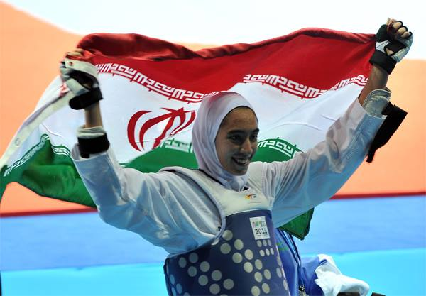 上屆里約奧運阿里扎德一度成為伊朗女戰神,但如今出走回來又對上伊朗隊友。摘自阿里扎德臉書