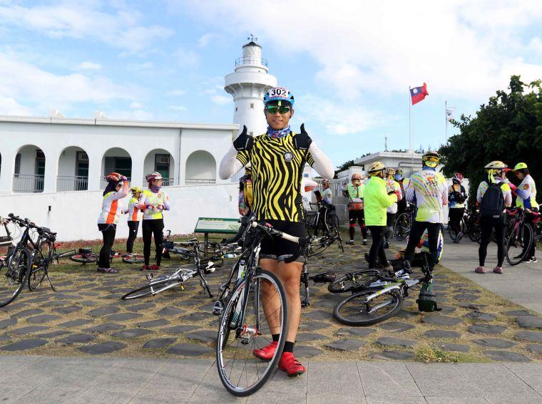 抗癌鬥士黃俊鴻參加2018 Light up Taiwan極點慢旅鵝鑾鼻站。中華民國自行車騎士協會/提供。