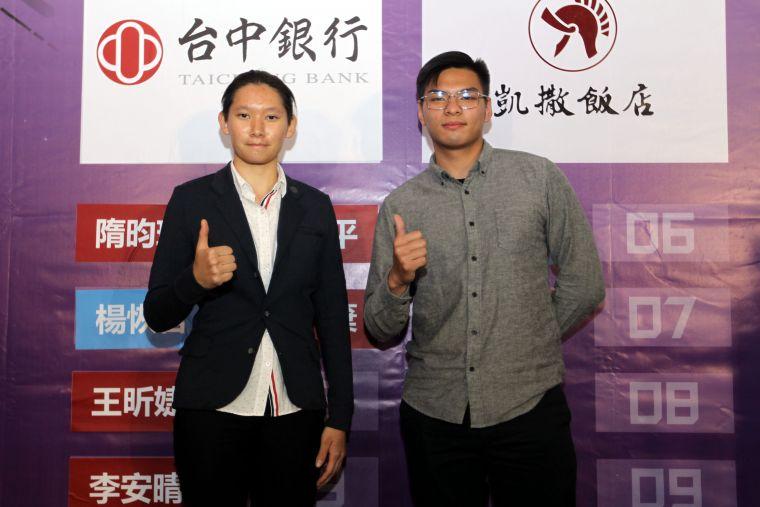 中華企業射箭聯賽3年選秀狀元后隋昀瑾和狀元王許家豪。中華企業射箭聯盟/提供。
