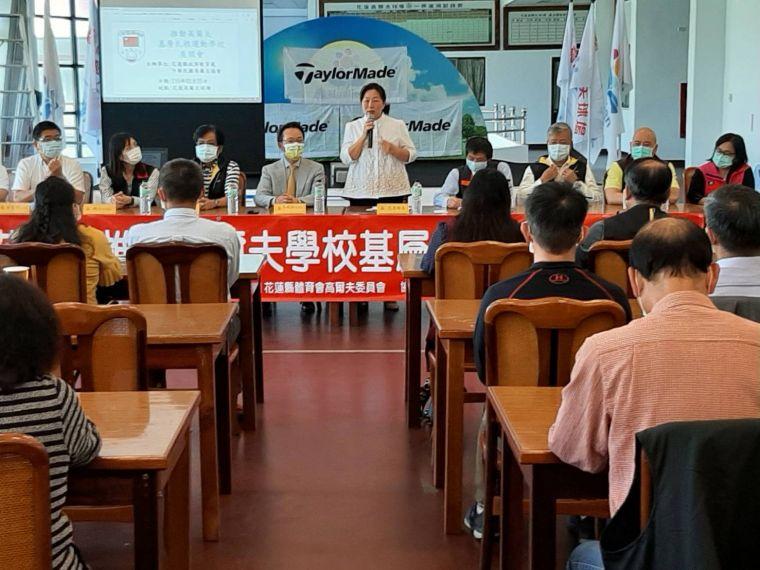 中華高協推動高爾夫基層扎根運動學校座談會第五站,近80位國中、小學校長出席相挺。官方提供