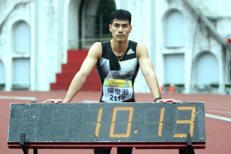 楊俊潮飆近兩年最佳的10秒13破大會。林嘉欣/攝影。