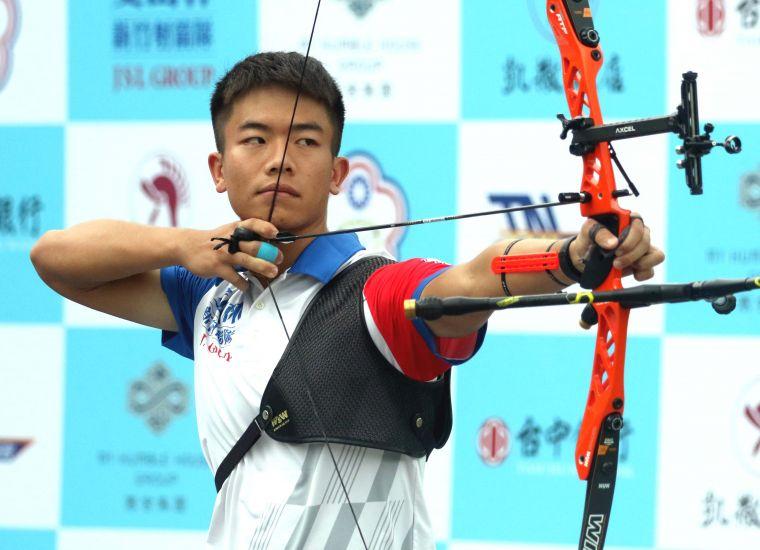 新竹愛山林隊鄧宇成一人拿兩勝。中華企業射箭聯盟/提供。