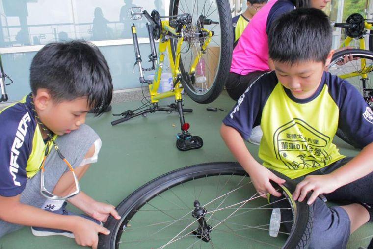 學員將可學習補破胎、拆裝車輪等實用的單車基礎DIY組裝要領。美利達提供