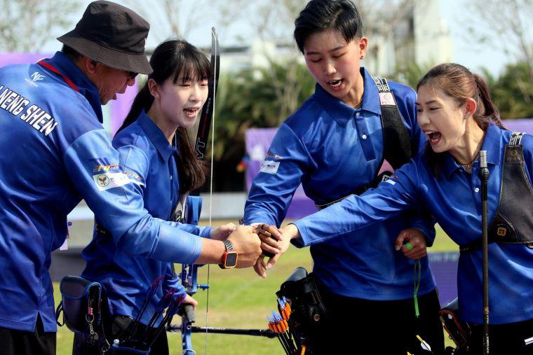 台南隊女團鬥志高昂。中華企業射箭聯盟/提供。