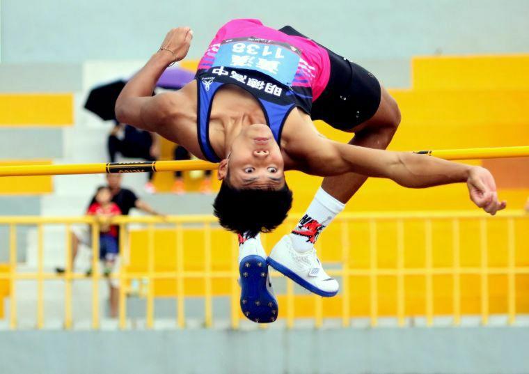 新北明德高中黃漢以7035分,打破全國中等學校田徑錦標賽高男全能運動大會紀錄。資料照片 林嘉欣/攝影。