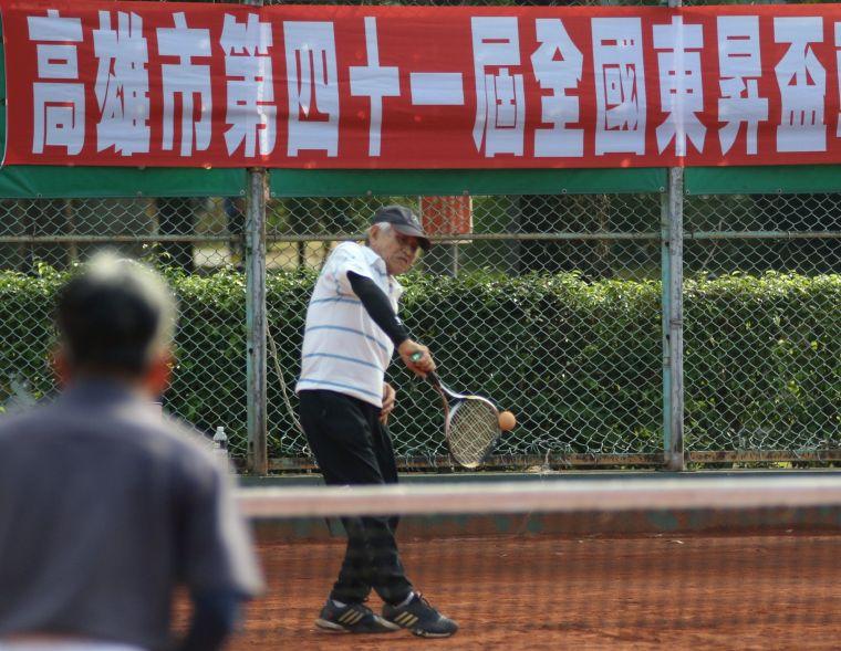 高雄市第四十一屆全國「東昇盃」軟式網球錦標賽在中山網球場舉行。高市軟式軟球委員會提供