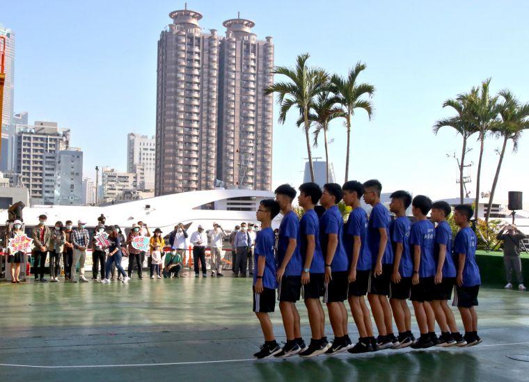 大寮國中跳繩隊到海上舞台表演。高雄市運發局提供
