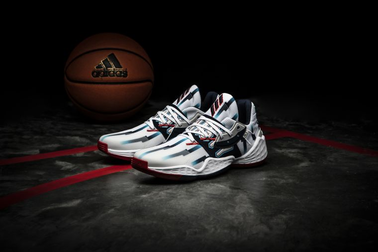"adidas攜手James Harden再推聯名戰靴Harden Vol.4全新配色""Dynasty"",以火箭隊經典復古球衣為靈感,致敬輝煌王朝。官方提供"