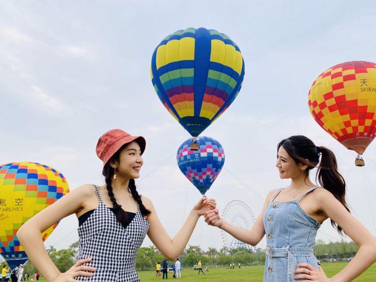 彩色球體搭配綠地草原與全台最大摩天輪,美景如畫,網美必拍。官方提供