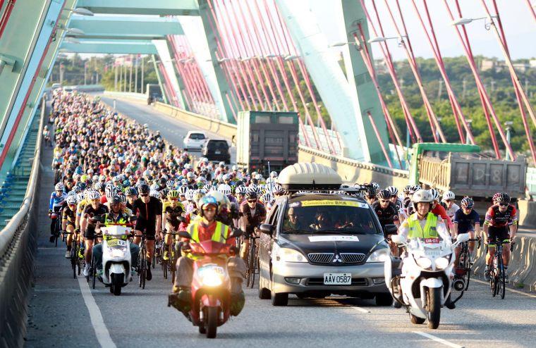 2018臺灣自行車登山王挑戰經太魯閣大橋。中華民國自行車騎士協會/提供。
