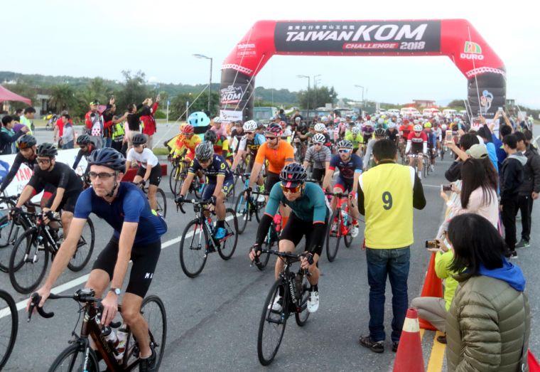 2018臺灣自行車登山王挑戰出發。中華民國自行車騎士協會/提供。
