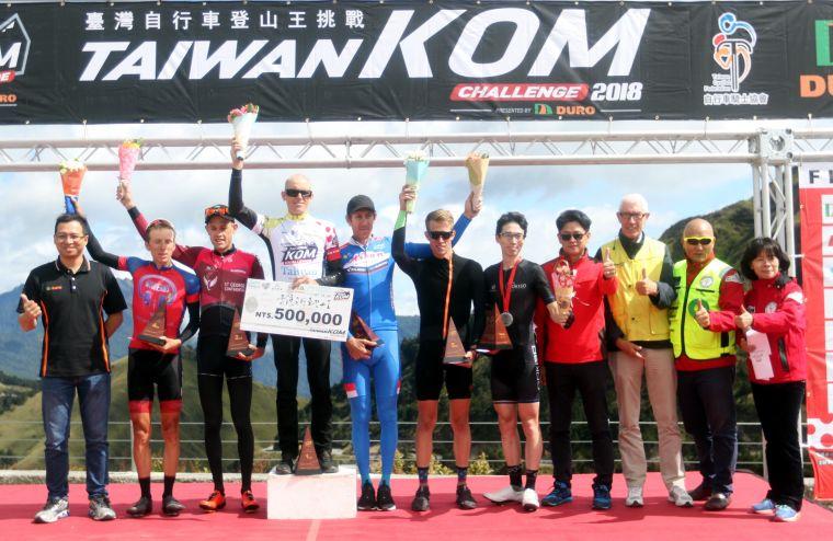 2018臺灣自行車登山王挑戰總排前六名頒獎。中華民國自行車騎士協會/提供。