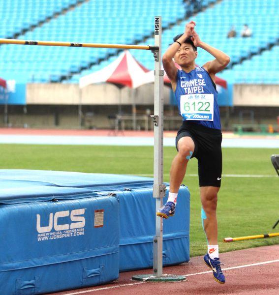 港都盃田徑賽公開女跳高決賽,奧運培訓隊李晴晴1.78破大會。林嘉欣/攝影。