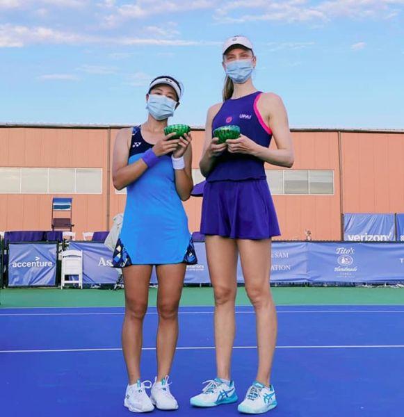 A妹第一次自力打下WTA賽事雙打亞軍。摘自謝語倢臉書