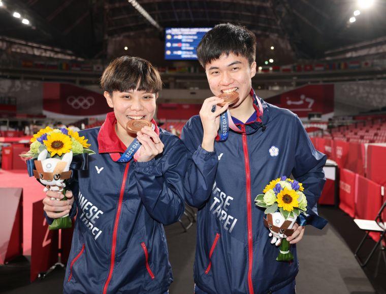 林昀儒/鄭怡靜為台灣奪下暌違21年的奧運桌球獎牌。李天助攝