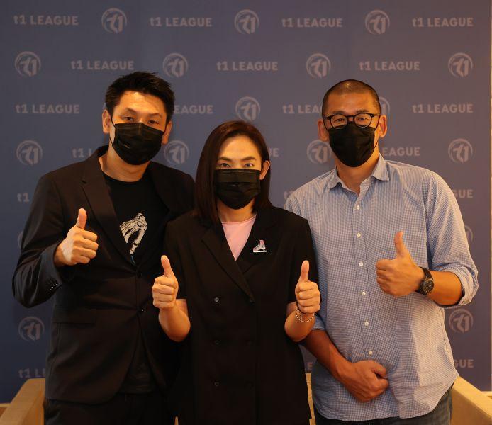秘書長張運智(右)、賈凡(左)談洋將制度。李天助攝