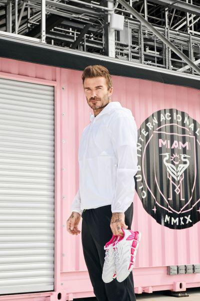 adidas CLIMACOOL VENTO X Beckham以透氣科技面料打造,將隊徽的黑、白、粉色彩融入鞋面設計中,展現David Beckham獨到的時尚風範。官方提供