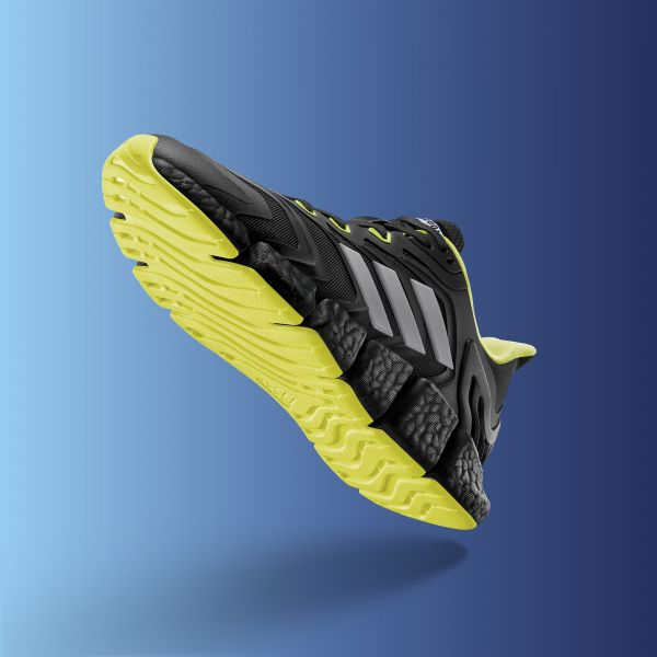 adidas推出全新CLIMACOOL VENTO跑鞋,專為夏季悶熱氣候所設計,帶來沁涼、酷透的跑步體驗。官方提供