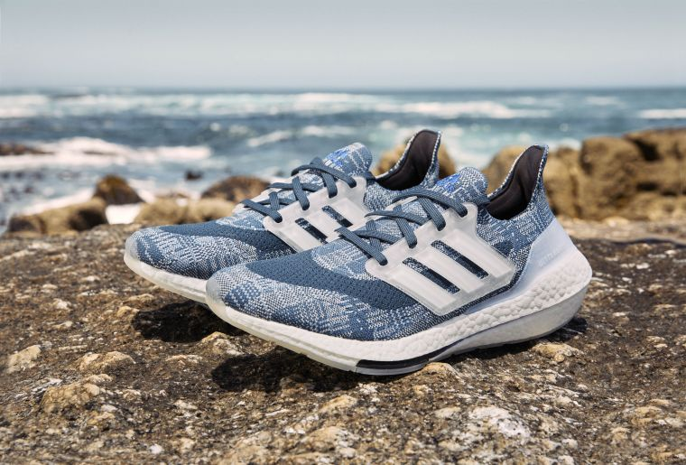 adidas推出全新PRIMEBLUE系列跑鞋,以海洋永續為設計理念,打造一系列海洋主題配色的Ultraboost 21。官方提供
