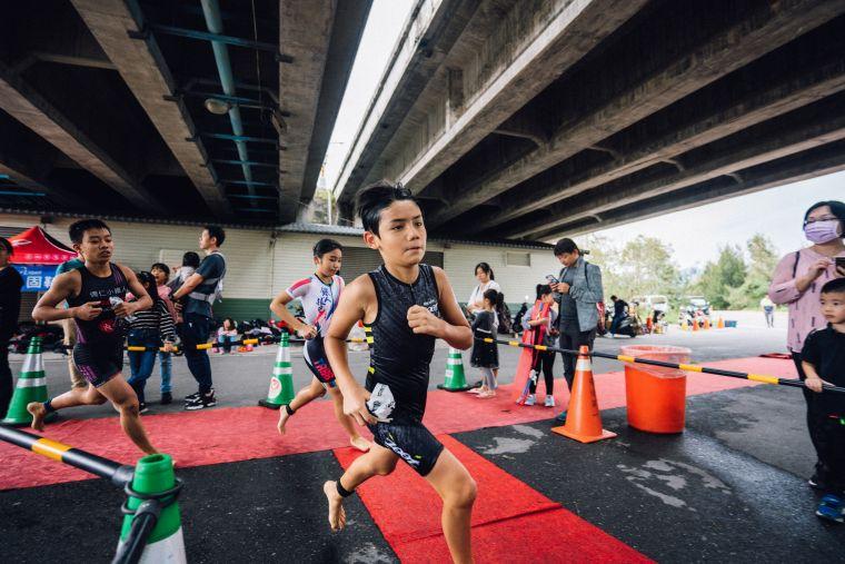 Challenge Taiwan開設3-15歲小朋友都能夠參加的小鐵人組別。大會提供