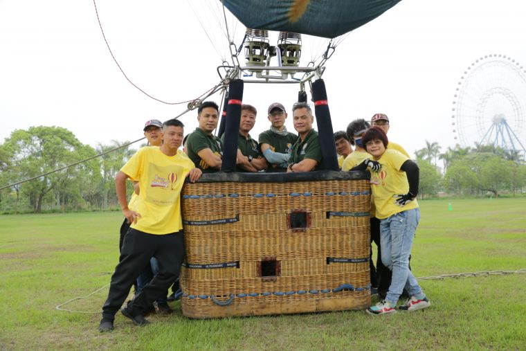 專業熱氣球飛行員與團隊,保障每一次的繫留安心又安全。官方提供