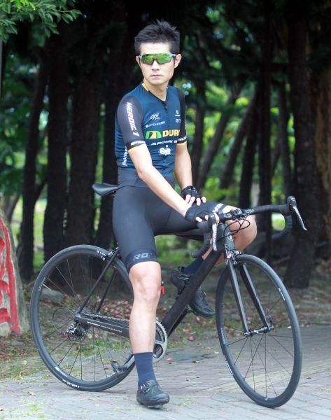 台灣自行車登山賽頂尖好手范永奕對720 HiColor運動眼鏡讚不絕口。720armour運動眼鏡/提供。