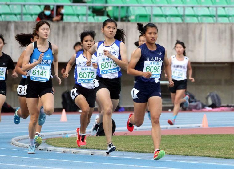 臺灣體大鄭宜瑄首次比1500m便奪金破大會。林嘉欣/攝影。