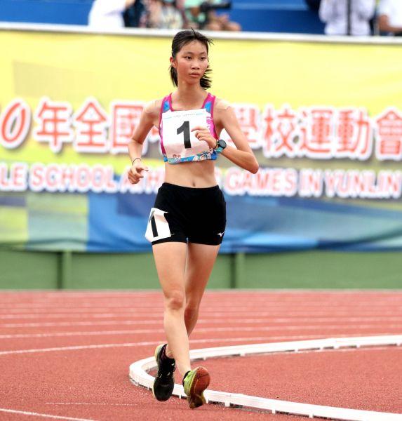 國女組5000公尺競走冠軍吳悦慈。林嘉欣/攝影。