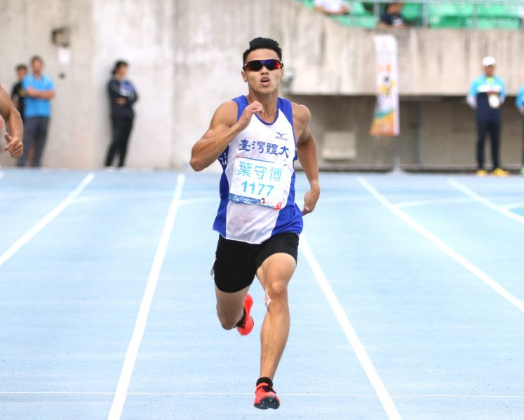 台灣體大葉守博在全大運公開男200公尺以20.86創最佳躍歷年第四傑。林嘉欣/攝影。