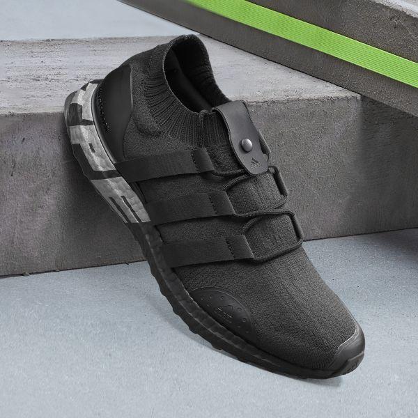 """adidas Ultraboost City Pack """"Taipei"""" 使用靚黑鞋身,及可拆式雙面鞋身配件,一面採低調的純黑配色,率性黑魂打造個性風格。官方提供"""
