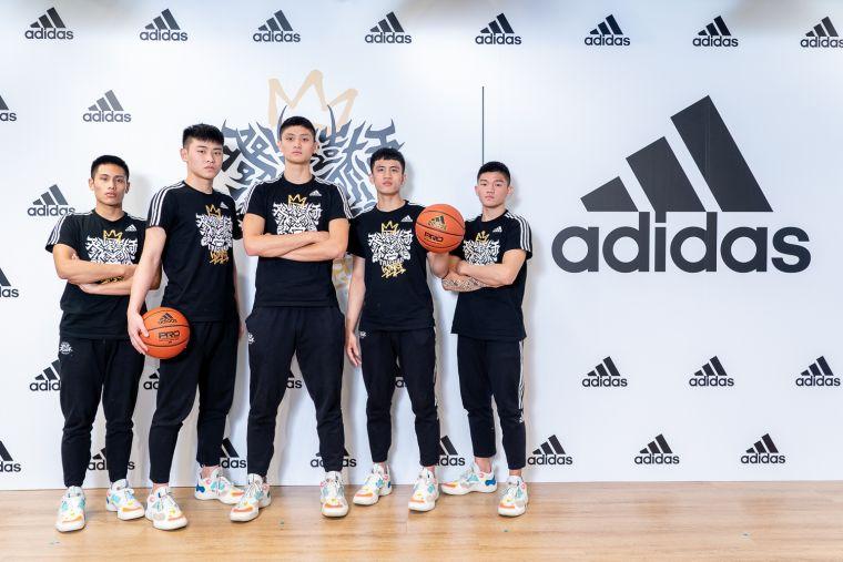 3. adidas將於3/20起,展開為期3周的adidas X泰山高中「冠軍LOGO」限量免費燙印活動。官方提供