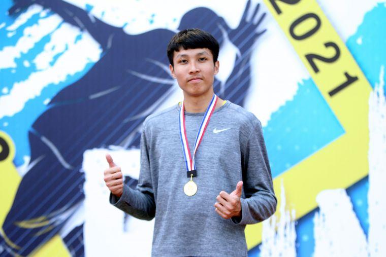 港都盃全國田徑錦標賽高男110公尺跨欄決賽,桃園高中跳高好手傅兆玄以14.27創最佳奪金。林嘉欣/攝影。