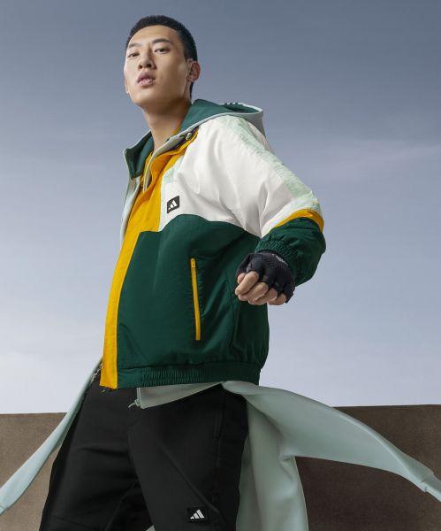 adidas Urban Transition男款外套設計靈感汲取自中國古代哪吒的風火輪,融合街頭滑板元素,運用撞色色塊、異材質拼接營造衝突感。官方提供