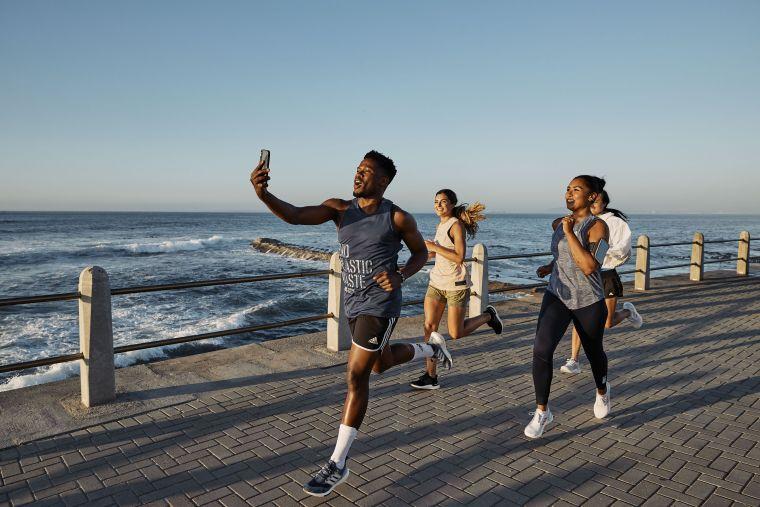 adidas於全球發起「Run For The Oceans 為海開跑」數位環保Online Run,邀請全球跑者穿上跑鞋,為守護海洋而跑。官方提供