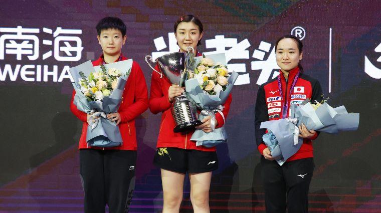 今年女子世界盃前三,陳夢(中)、孫穎莎(左)和伊藤美誠。摘自國際桌球總會官網