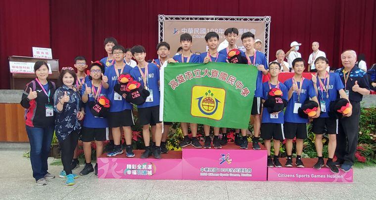 大寮國中在民俗體育跳繩男子組初試啼聲就奪得金牌。高雄市政府運動發展局提供