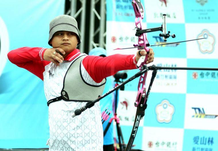 前奧運國手高浩文為台中銀行隊射下企箭二年箭林之王榮銜。林嘉欣/攝影。