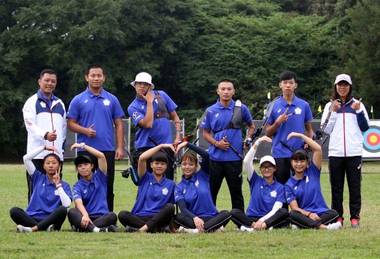 協會青年隊包辦中華企業射箭聯賽二年男、女天團榮銜。企業射箭聯盟/提供。
