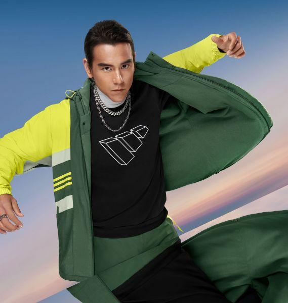 國民男神彭于晏換上adidas Street街頭潮流風格的防風外套,內搭素色大學Tee,胸前翻玩adidas立體LOGO,展現個性潮流魅力。官方提供