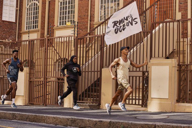 adidas「Run For The Oceans 為海開跑」,消費者只要每跑一公里,adidas與Parley便將替地球回收約10個寶特瓶重量的海洋廢棄垃圾。官方提供