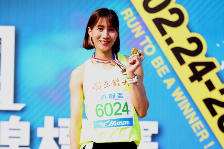 公開女400公尺跨欄決賽,國體大羅佩琳以1:02.98再破大會。林嘉欣/攝影。