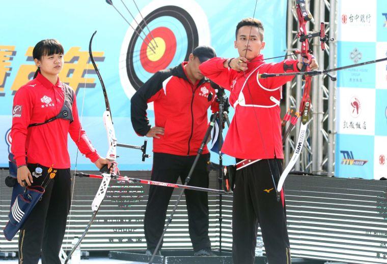寒舍隊混雙蔡佩綺/余冠燐,余冠燐也貢獻兩點勝利。中華企業射箭聯盟/提供。
