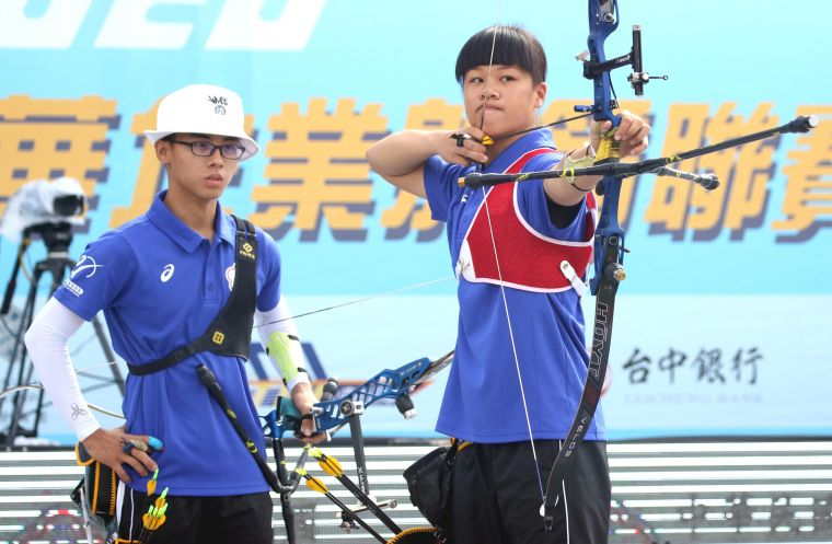 協會青年隊混雙。中華企業射箭聯盟/提供。